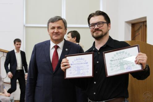 Ректор КубГУ М.Б. Астапов и заведующий лабораторией робототехники и мехатроники И.В. Рядчиков